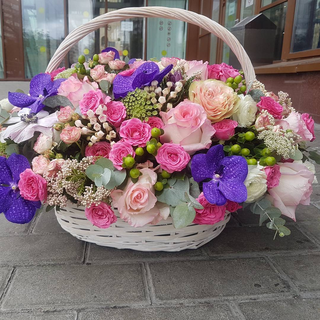 Маша, картинки корзина цветов с днем рождения