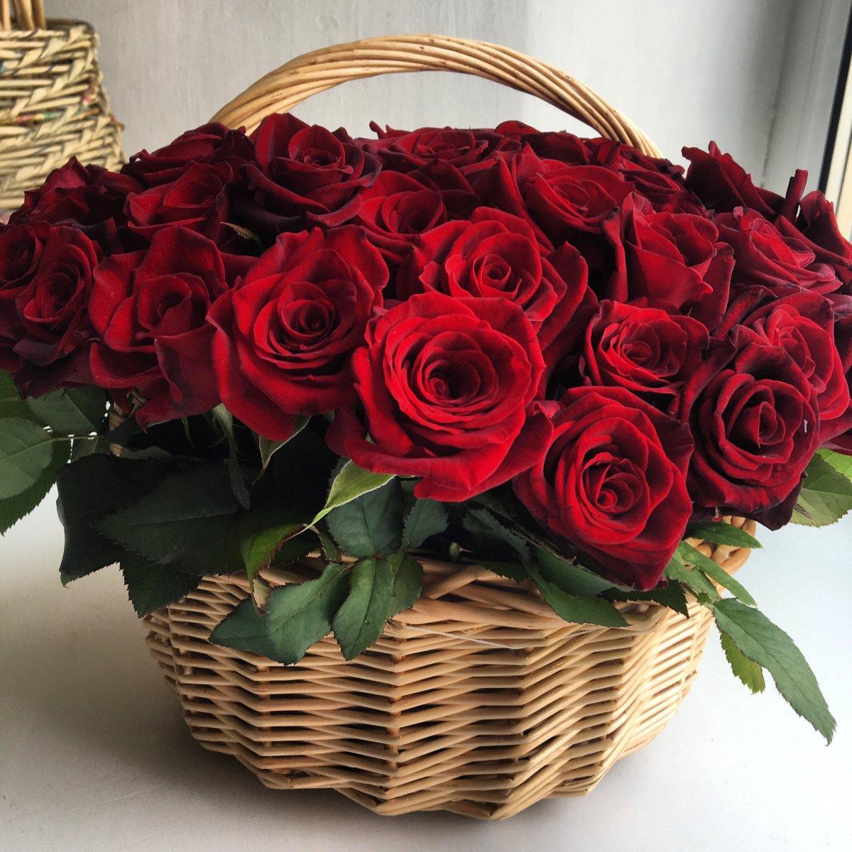 https://www.flowerbunker.ru/media/rozy/korzinaizroz/korzinyiz25roz/2.jpg