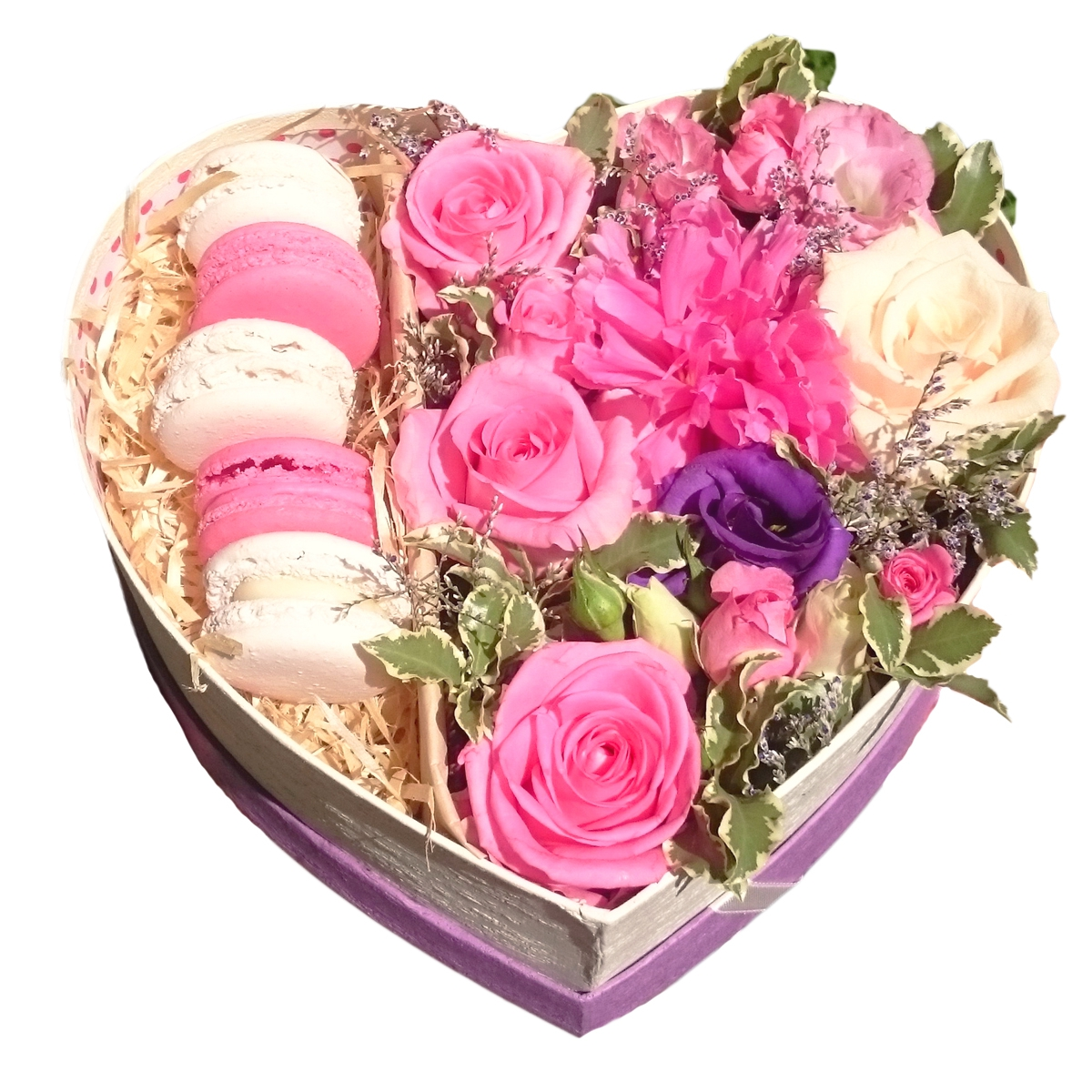 открытка с днем рождения букеты цветов сердечками в коробке